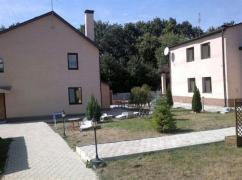 Residential estate of three houses built in 2005 with a total area of 400 sq. ft